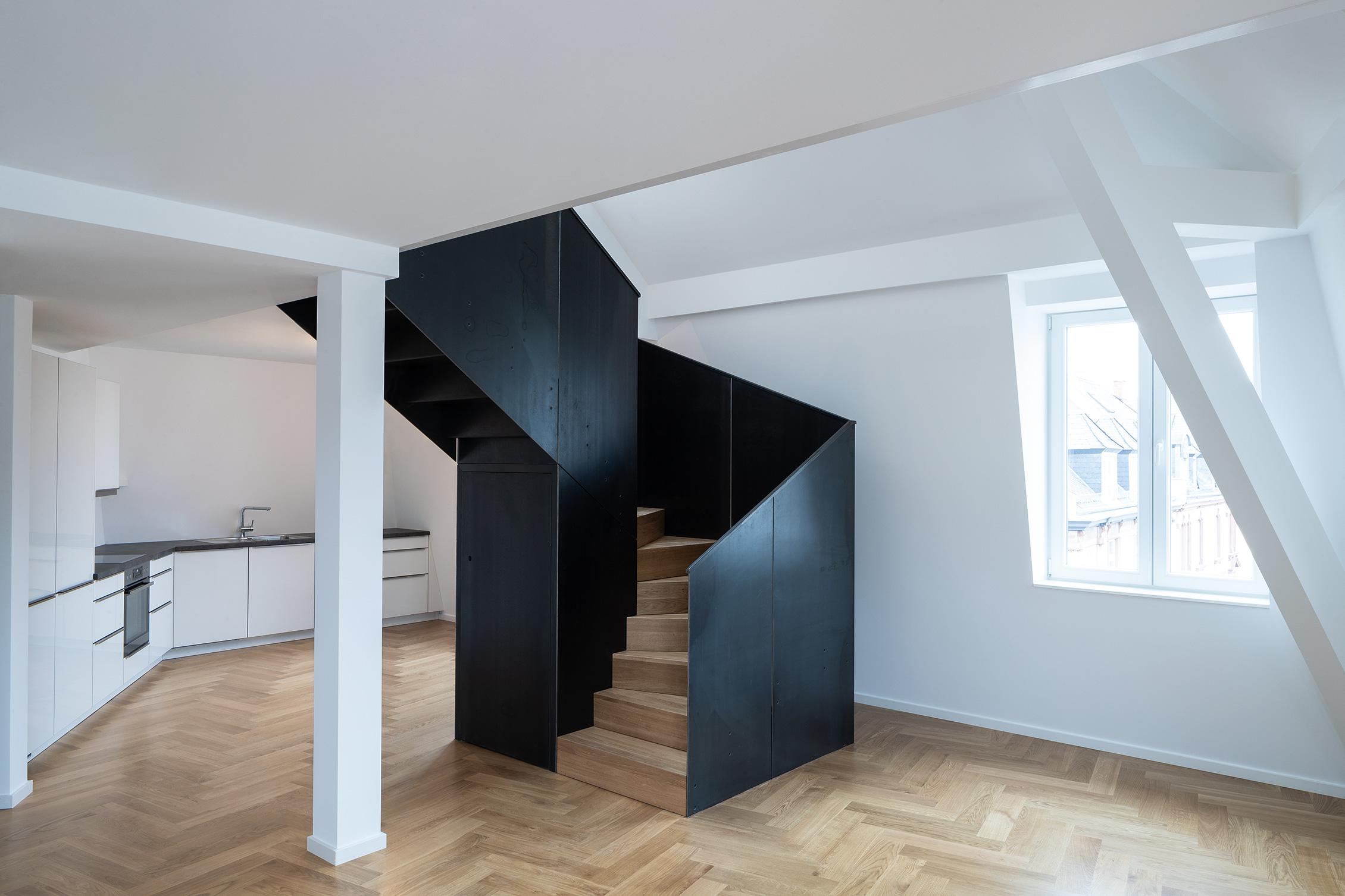 Umbau Mehrfamilienhaus Maisonettewohnung Treppe